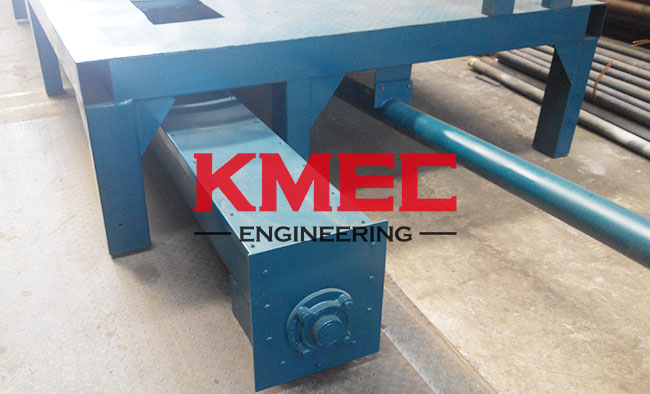 distributing conveyor and oil groove